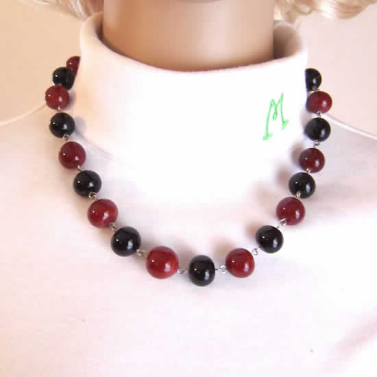 19 Inch Blood Red & Midnight Black Gothic Glass Bead Fashion Necklace